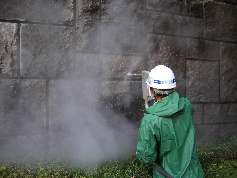 超高圧水流による塗膜剥離・外壁洗浄工法(壁面・床面)